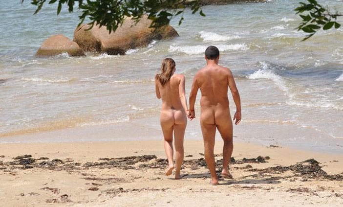Adoro ver os homens olhando minha mulher na praia de nudismo