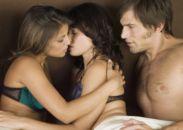 Quero muito ver minha mulher na cama com outra