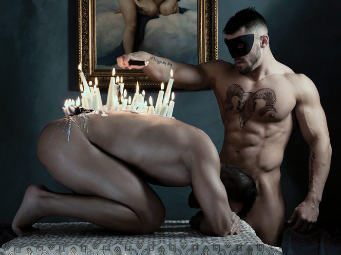 Igreja lança calendário erótico homossexual