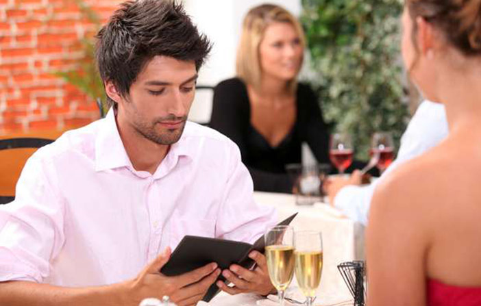 Não gosto de pagar motel para mulher, nem de rachar a conta: sou mesquinho por isso?