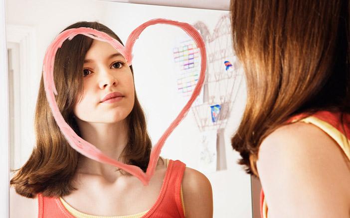 Como mudar a imagem negativa que você tem de você mesma