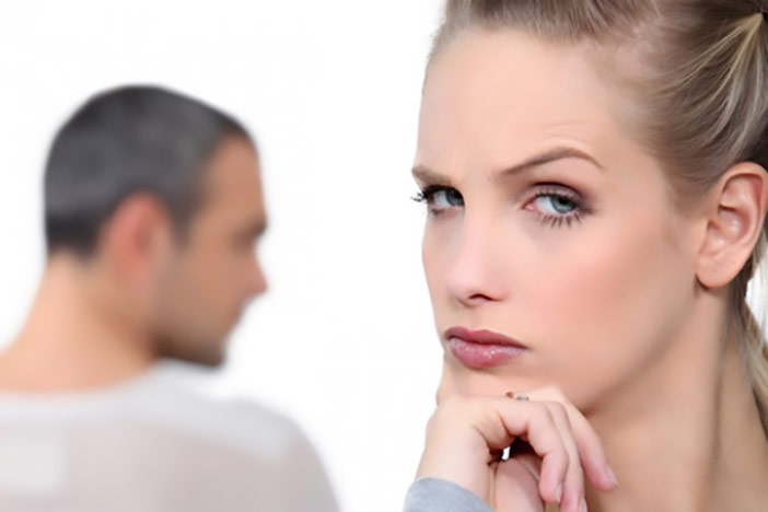 Ele queria morar junto comigo, mas agora mudou de ideia e só quer namorar. Será que rolou algo?