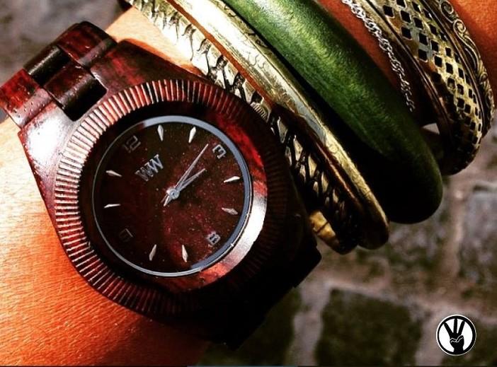 relógio de madeira moda sustentável