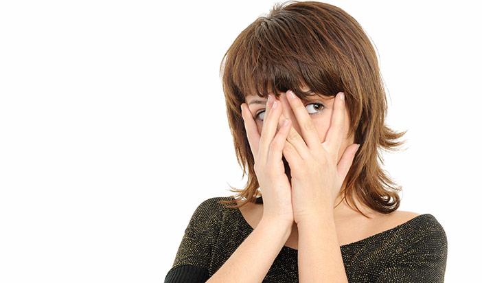 O que fazer quando sua namorada parece ter vergonha de você e te esconde na rua?