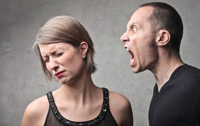 Como posso ajudar meu namorado grosseiro e descontrolado?