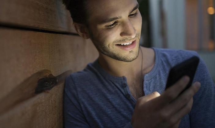 Meu namorado fica seguindo blogueiras nas redes sociais e isso me incomoda!