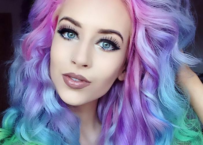 7 Dicas que mulheres de cabelos coloridos não devem se esquecer de fazer